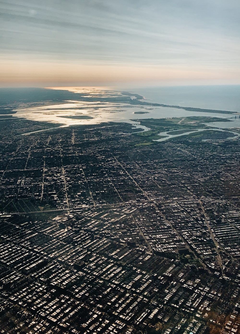 За границите на населеното място и селищното образувание